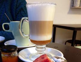 Ñanduti by Dora Ortiz es una pastelería y cafetería diferente en Málaga, con productos artesanos elaborados a diario en nuestro obrador, a la vista de todos, sin engaños. Los mejores postres y tartas caseras de Málaga